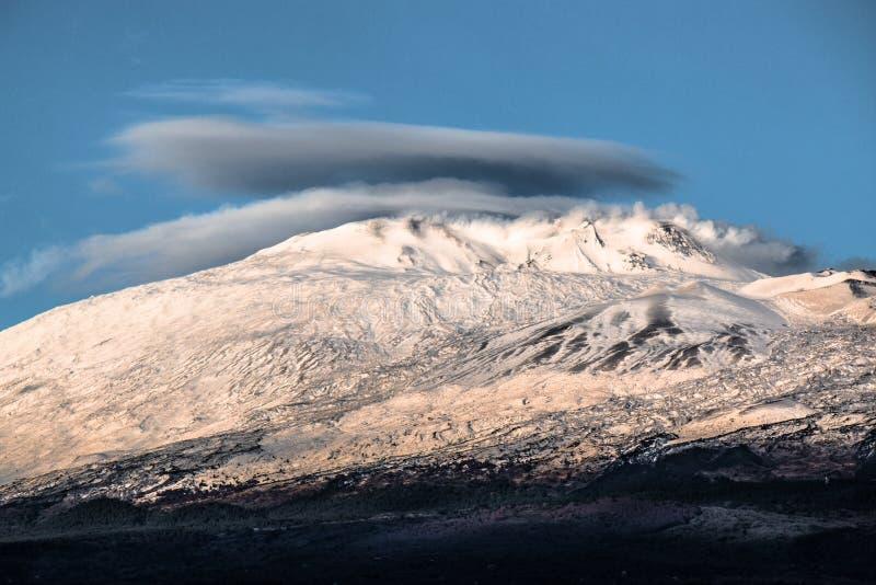 Mount Etna (вулкан) стоковое изображение rf