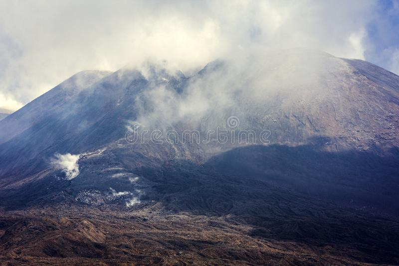 Mount Etna aktiv vulkan på ostkusten av Sicilien, Italien royaltyfri bild