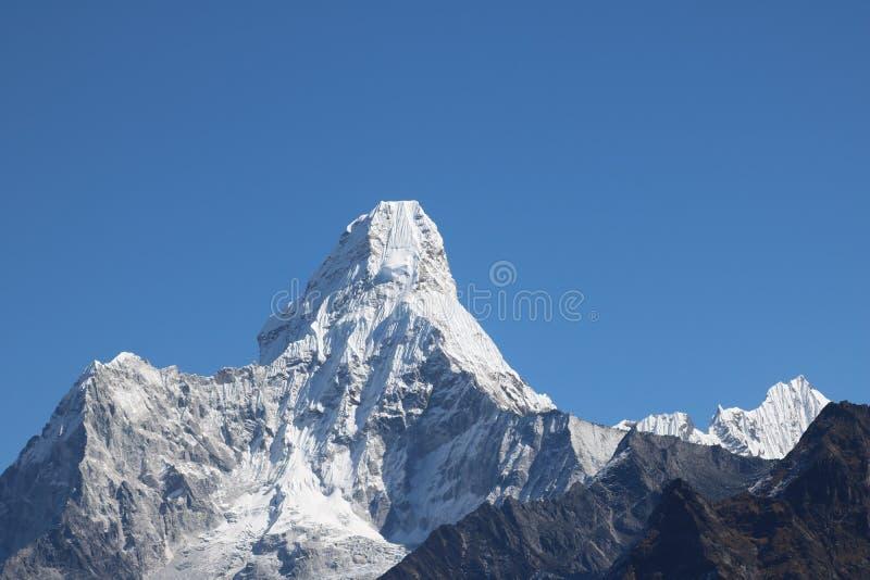 Mount Everest известно для быть самой большой горой в мире стоковые фото