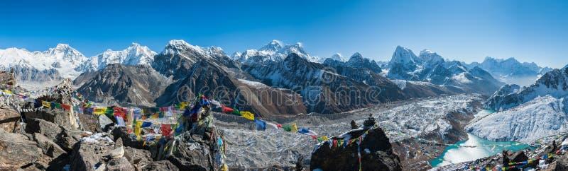 Mount Everest и Гималаи как увидено от Gokyo Ri стоковое фото rf