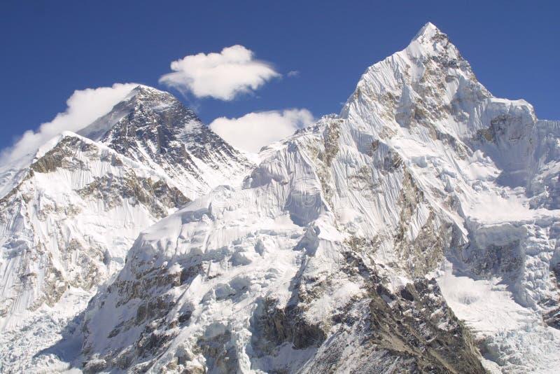 Mount Everest und Nuptse lizenzfreie stockfotos