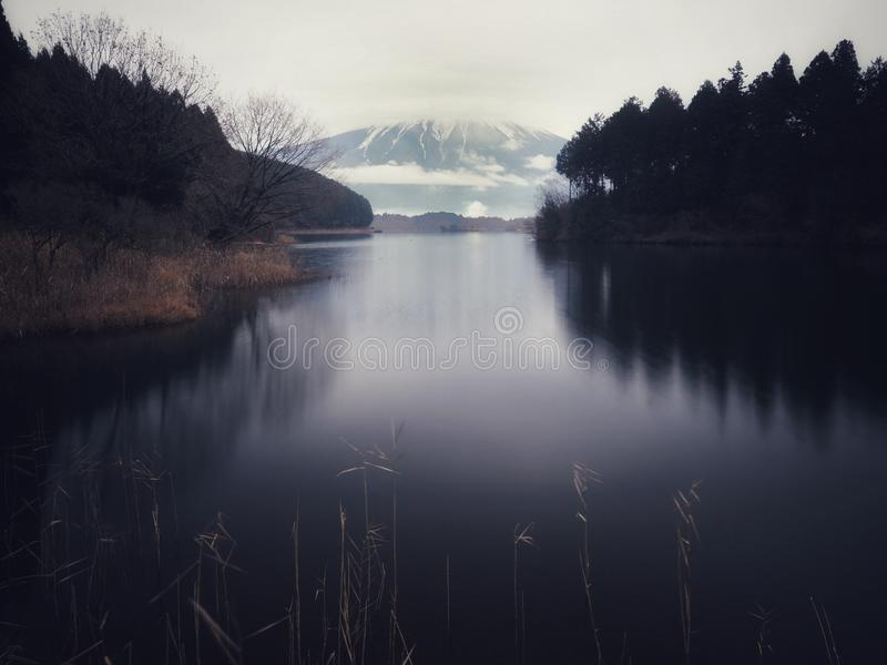 Mount Fuji на озере Tanuki стоковые изображения rf