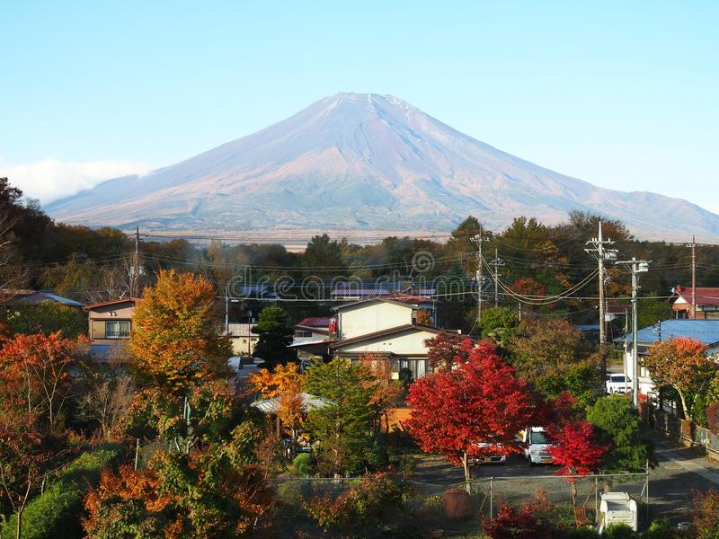 Mount Fuji i höst arkivfoton
