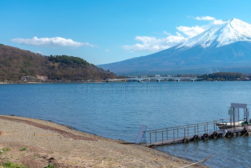 Mount Fuji Mt Fuji i bakgrund för blå himmel på solig dag för vintersäsong Sjö Kawaguchiko, royaltyfri foto