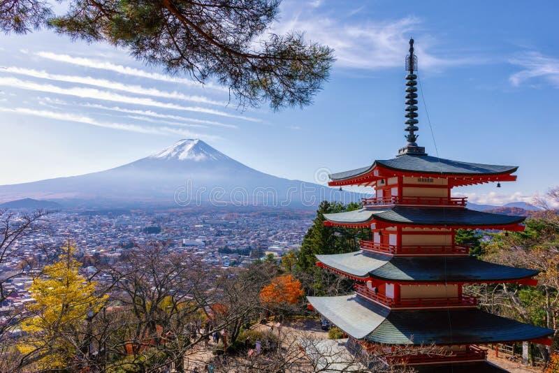 Mount Fuji och Chureito pagod arkivbild