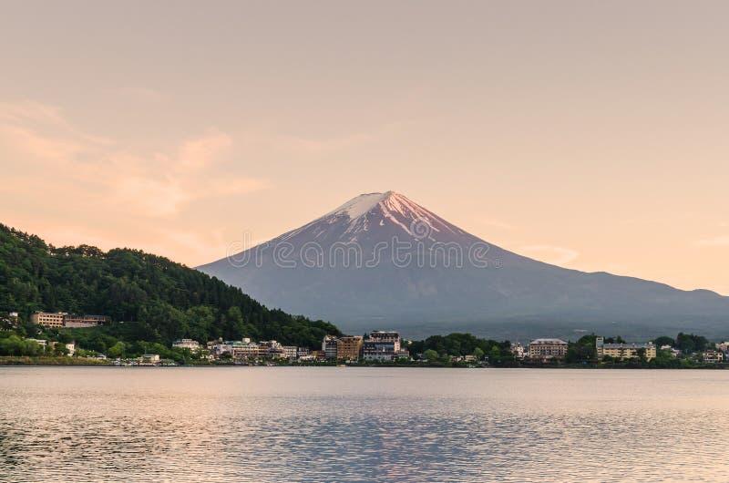 Mount Fuji på kawaguchikosjön Japan arkivfoto