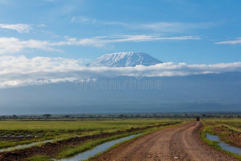 Mount Kilimanjaro von Amboseli lizenzfreies stockfoto
