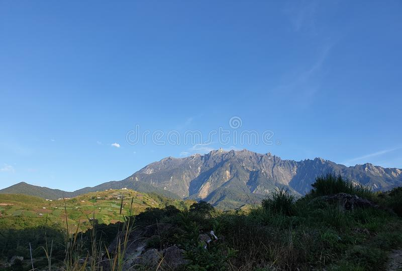 Mount Kinabalu sikt, Sabah, Borneo, Malaysia fotografering för bildbyråer