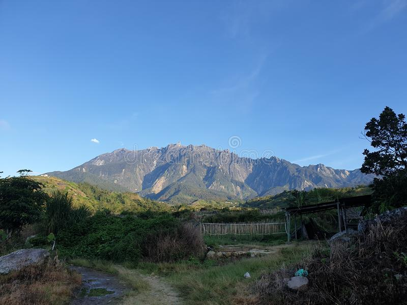 Mount Kinabalu sikt, Sabah, Borneo, Malaysia royaltyfria foton