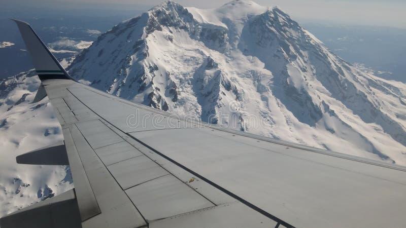 Mount Rainier от воздуха стоковое изображение rf