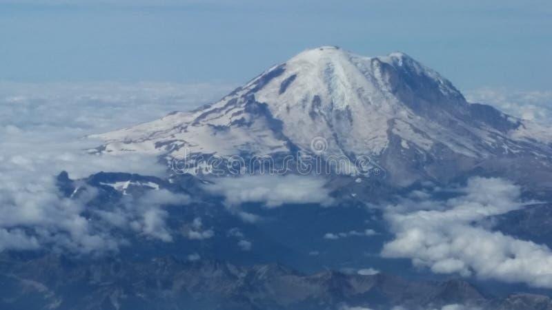 Mount Rainier i Washington som sett från flygplanplatsen som passerar över den arkivbilder