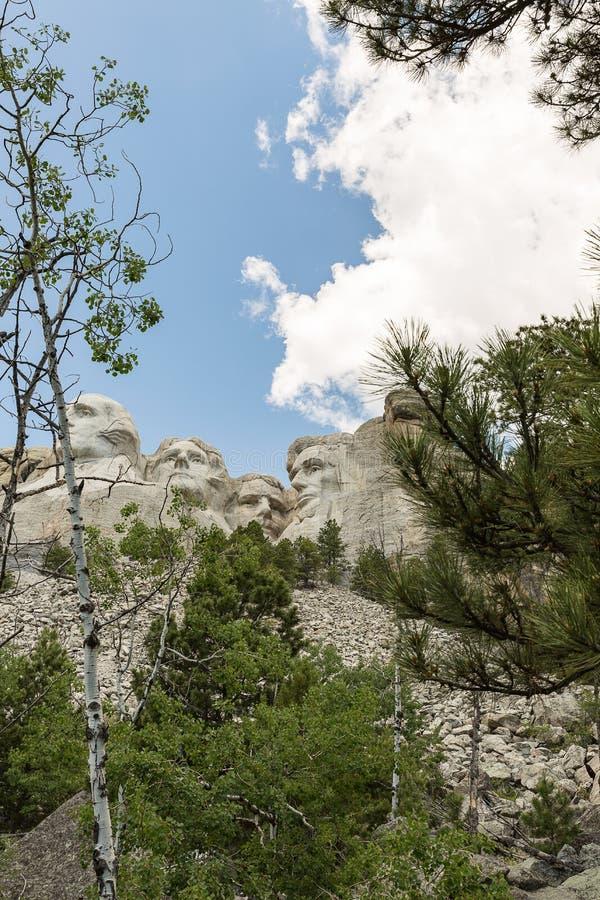 Mount Rushmore nationell minnesmärke som visar det i naturlig storlek av Met royaltyfria foton