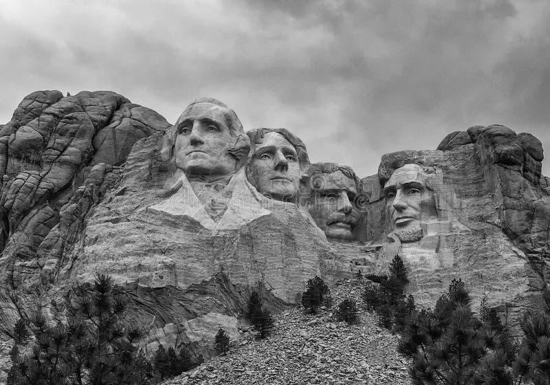 Mount Rushmore nationell monument i South Dakota på en molnig summa arkivfoton