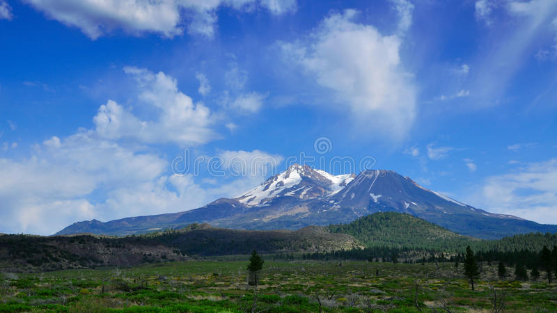 Download Mount Shasta Royalty Free Stock Photography - Image: 21854217
