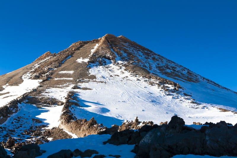 Mount Teide Weißer Schnee und blauer Himmel stockfoto