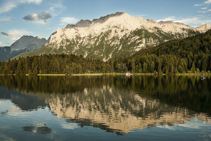 Mountain湖反射 免版税库存照片
