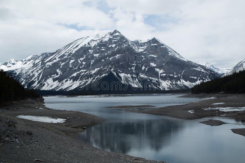 Mountain湖和和冰川 免版税库存图片