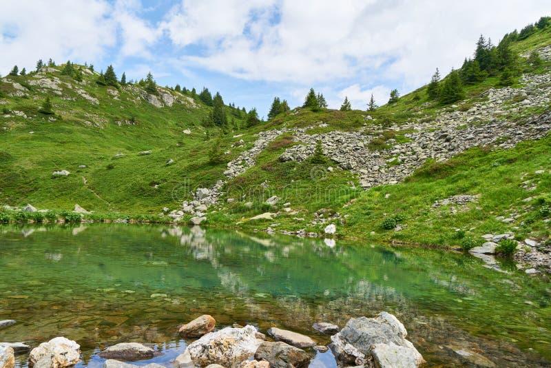 Mountain湖在法国阿尔卑斯 库存照片