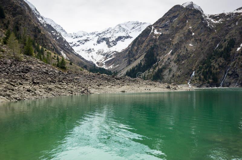 Mountain湖Le Lauvitel 免版税库存图片