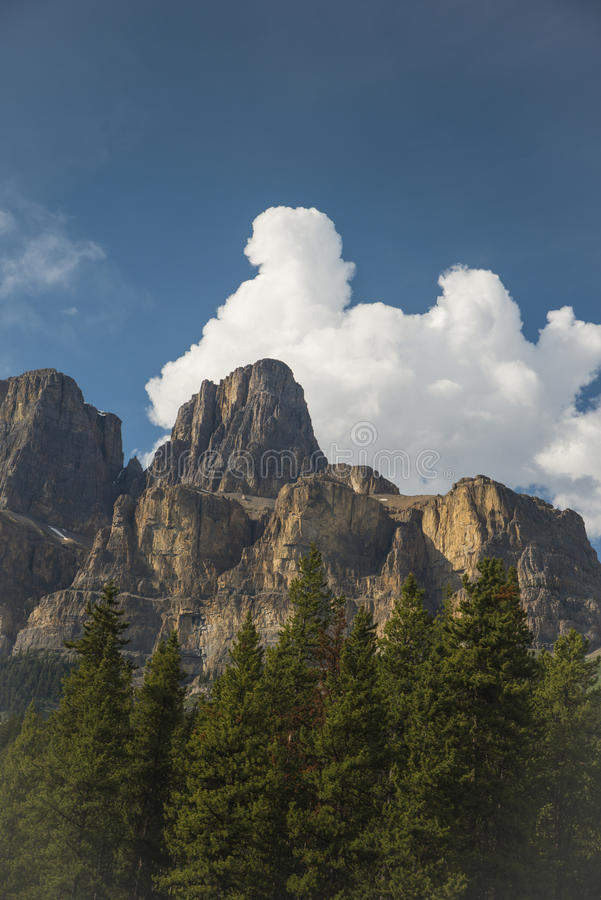 Free Mountain And Clouds Stock Images - 71382574