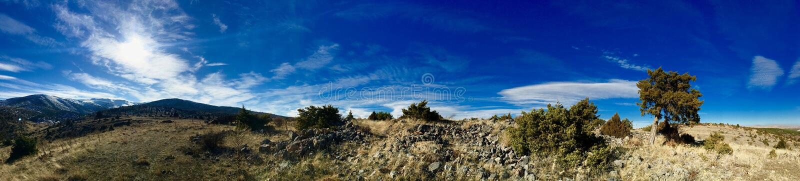 Mountain_and_clouds_panoramic стоковые фотографии rf