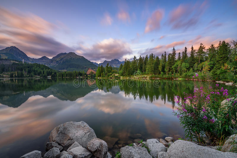 Mountain lake Strbske Pleso in National Park High Tatra, Slovaki stock photography