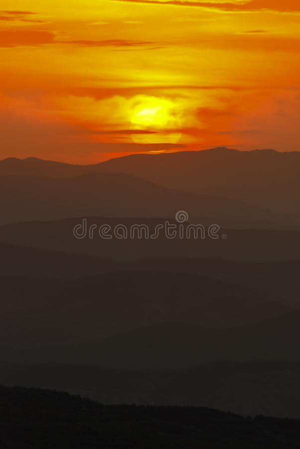 Free Mountain Landscape At Sunset. Amazing View From The Mountain Peak On Rocks, Low Clouds, Blue Sky And Sea In The Evening. Colorful Royalty Free Stock Images - 88470879