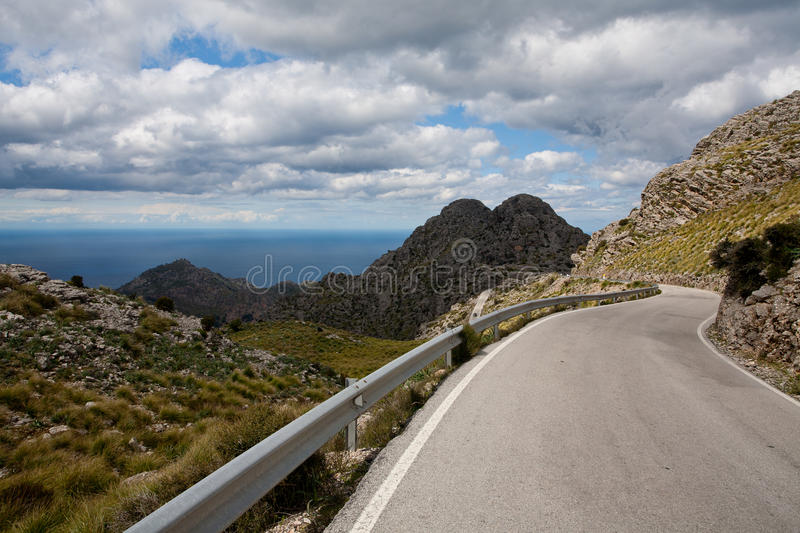 Download Mountain Pass Royalty Free Stock Images - Image: 21414499