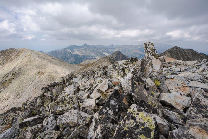 Mountain Pirin vom Gipfel Polezan Gipfel Polezan lizenzfreie stockfotos