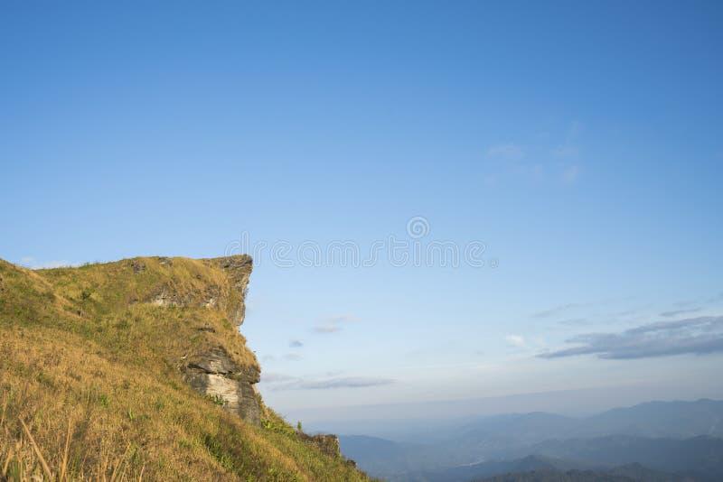 Mountain View élevé avec le ciel bleu au chi fa de Phu dans la province de Chiangrai, Thaïlande photos libres de droits