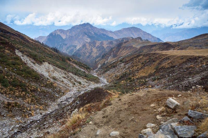 Mountain View élevés : Passage de Kuari, traînée du ` s de Curzon, Garhwal Himalay images libres de droits