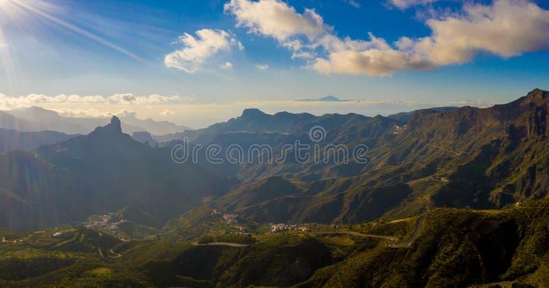 Mountain View aereo dell'isola di Gran Canaria con il vulcano di Tenerife Teide immagini stock libere da diritti