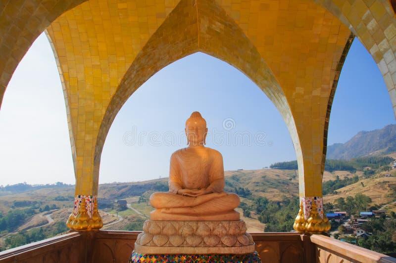 Mountain View asiatique de Bouddha et photo stock
