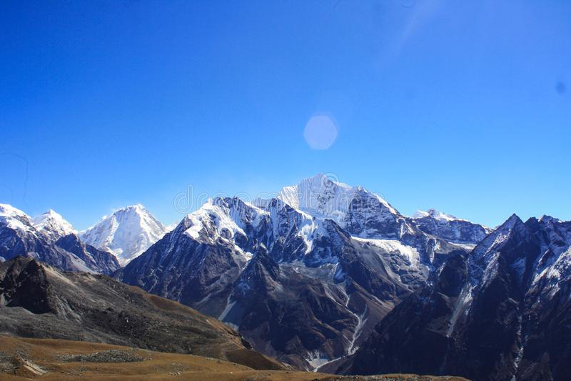 Mountain View auf dem Weg zu Tsergo-ri lizenzfreies stockbild