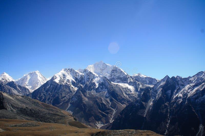 Mountain View auf dem Weg zu Tsergo-ri lizenzfreie stockfotografie