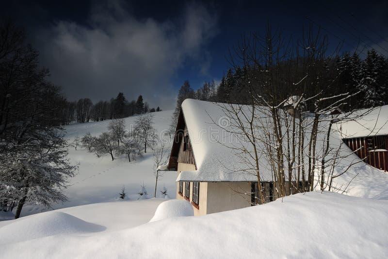 Mountain View avec une maison photo libre de droits