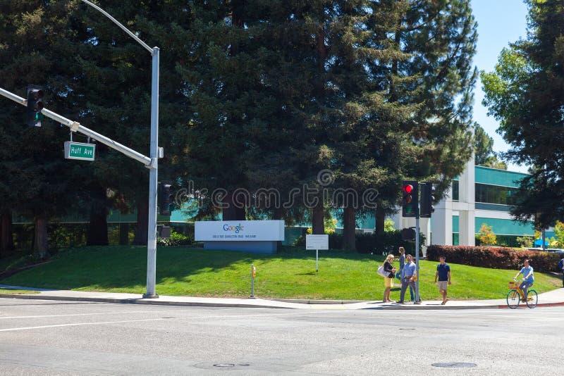 MOUNTAIN VIEW, CA, los E.E.U.U. - 14 de agosto de 2014: Vista exterior de Google imagen de archivo libre de regalías