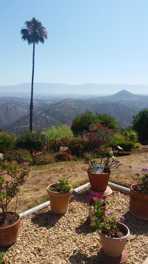 Mountain View da casa na elevação fotos de stock