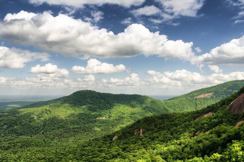 Mountain View dalla roccia del camino immagine stock libera da diritti