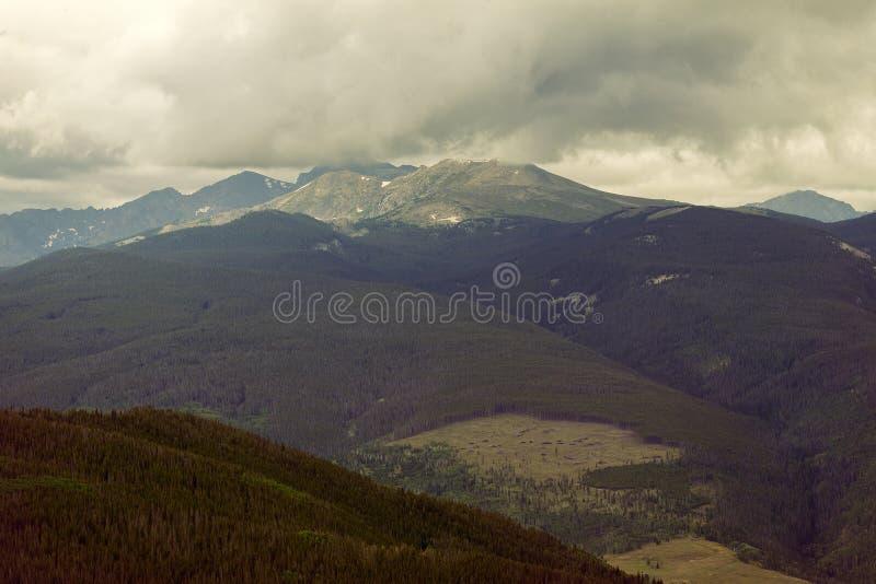 Mountain View dans Vail, le Colorado pris d'un nid d'Eagles image libre de droits