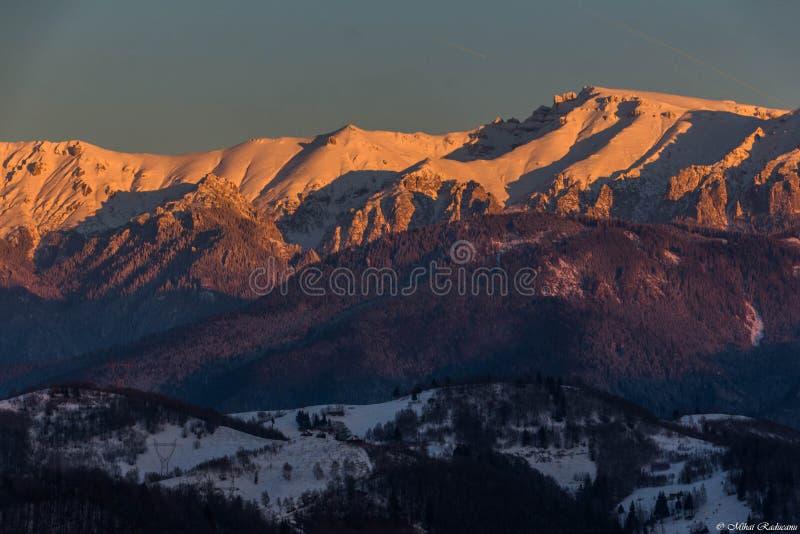 Mountain View de Bucegi del tren fotografía de archivo