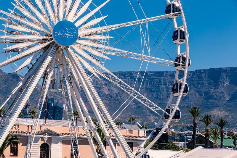 Mountain View de grande roue et de Tableau au bord de mer à Cape Town image stock