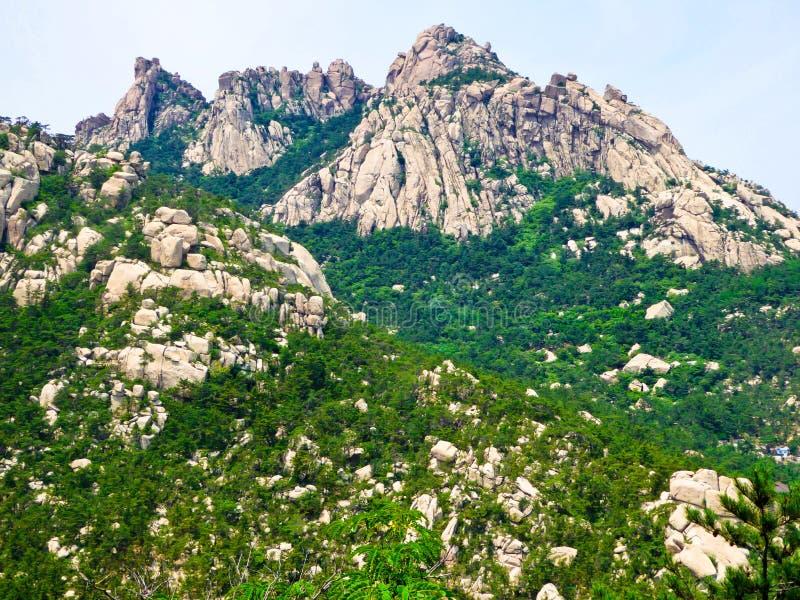 Mountain View de Laoshan em Qingdao foto de stock