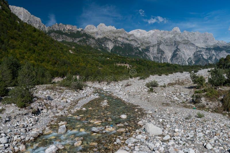 Mountain View de Prokletije de Theth, montañas albanesas, Albania del norte imagen de archivo