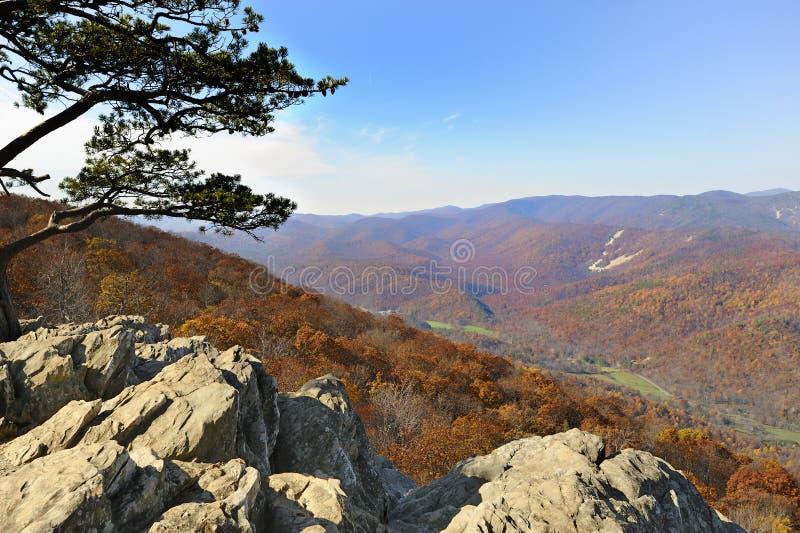 Mountain View de Ridge azul da capoeira dos corvos fotografia de stock royalty free