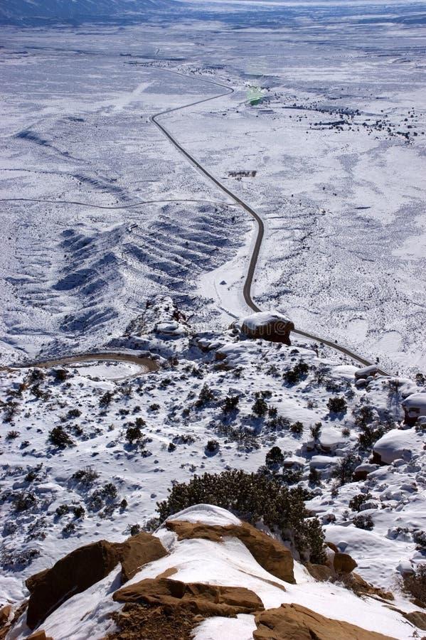 Mountain View de route de désert de l'hiver photos libres de droits