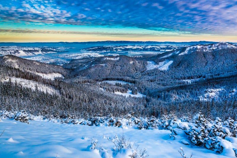Mountain View del invierno del canto fotografía de archivo