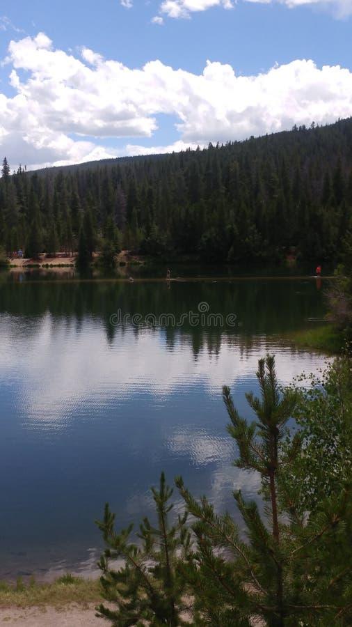 Mountain View del lado del lago fotos de archivo