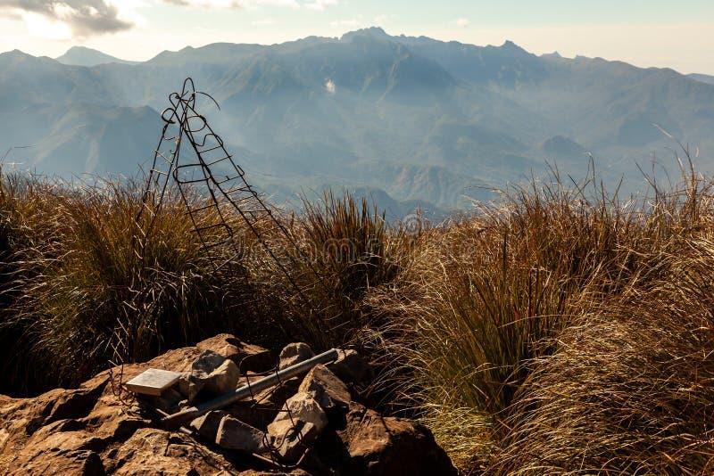 Mountain View del paesaggio dalla sommità del confine di stati di Pico Três Estados 3 fotografia stock libera da diritti