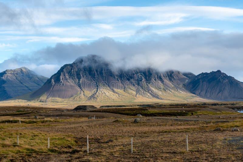Mountain View del paisaje y de Islandia foto de archivo